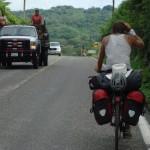 Verso Cruz Grande - messico - tantissimi viaggiano sui cassoni di jeep e camion