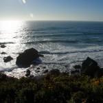 Campeggio con tramonto sull'oceano