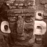 tikal-guatemala maschera maya scolpita nella roccia