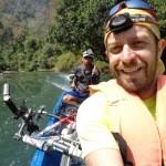 passaggio in barca all'interno delle Kong lor cave bici compresa