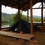 tenda nei pressi di un ristorante