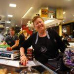 Adelaide signora simpatica alla formaggeria